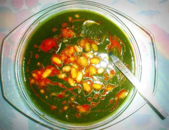 Palak (spinach) moongphali (peanut) curry