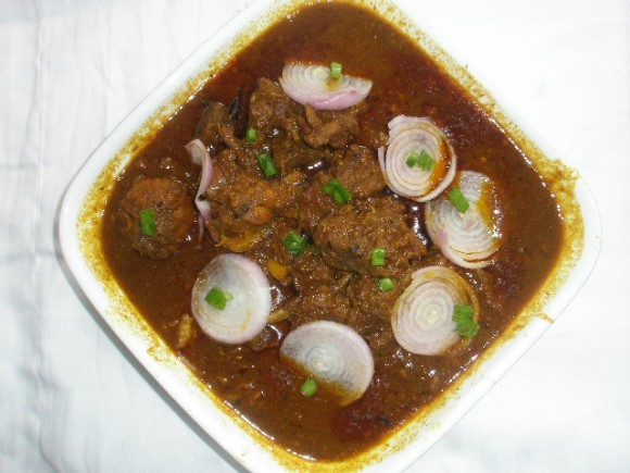 Mutton currywith whole garlic