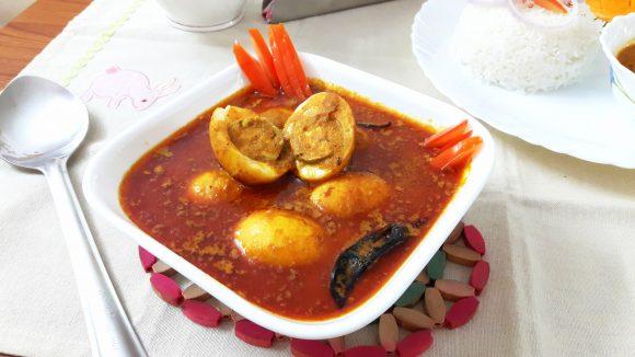 Anda (egg) curry