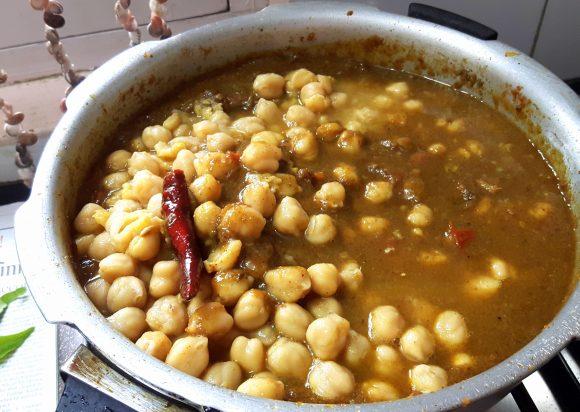 Chhole (chana masala)
