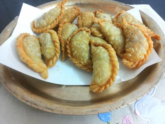Khoa pudukiya/gujhiya/fried sweet dumpling