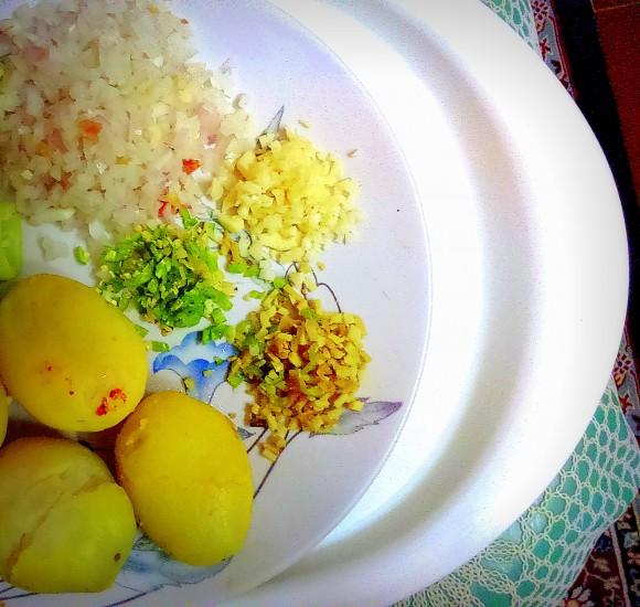 ingredients of Aaloo (potato) chop
