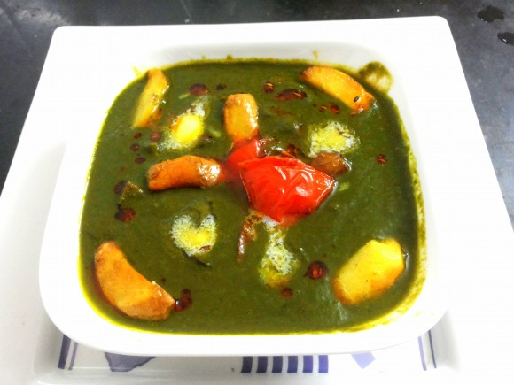 Spinach (palak) Aaloo (potato) curry