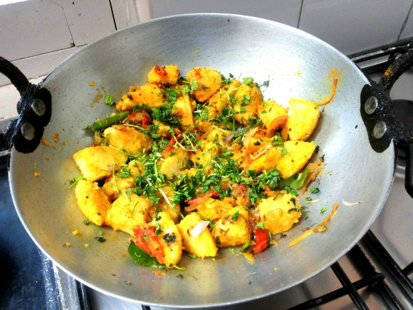 Garnish with chopped coriander leaves.