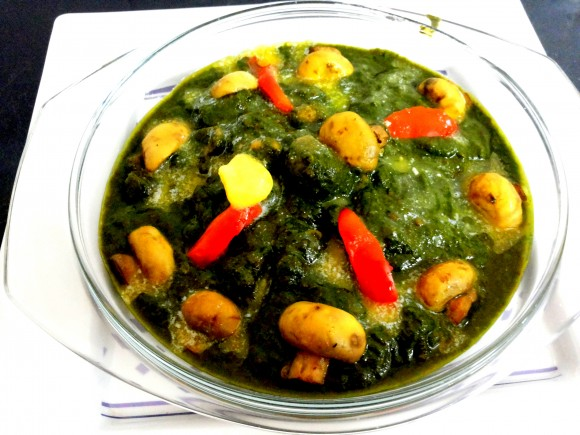 Mushroom palak (spinach) curry
