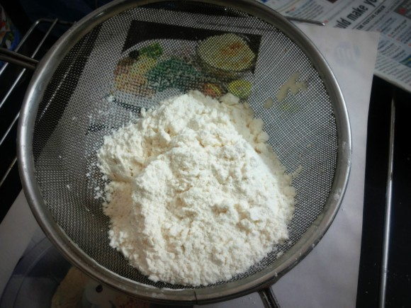 Sieve Maida and baking powder together