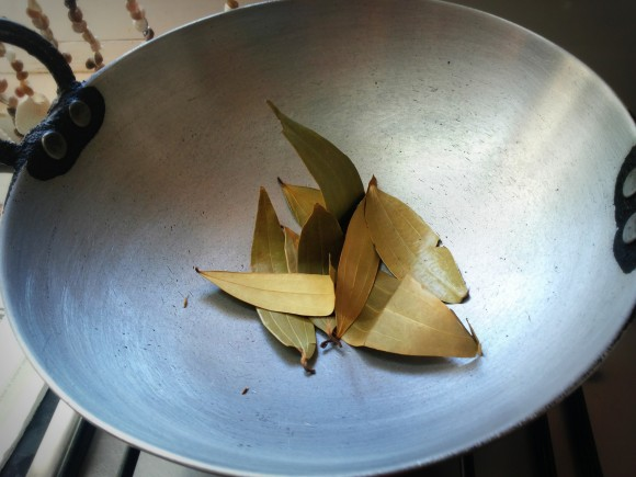 Roast bay leaf