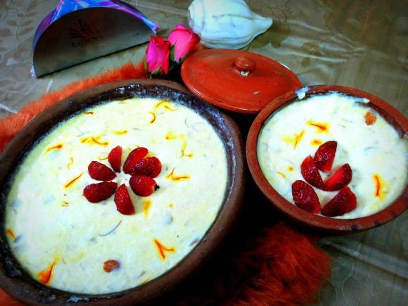 Mishti doi/ sweet yoghurt (with saffron and green cardamom flavor)