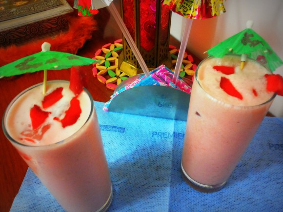 Strawberry lassi (curd/yoghurt based drink)