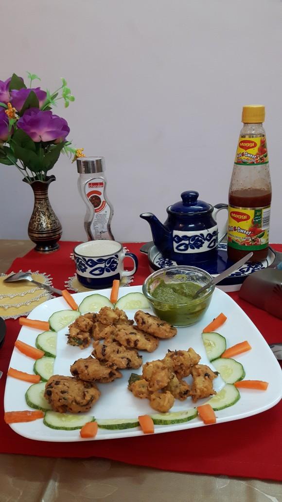 Kachari (split Bengal gram) pakoda (fritters)