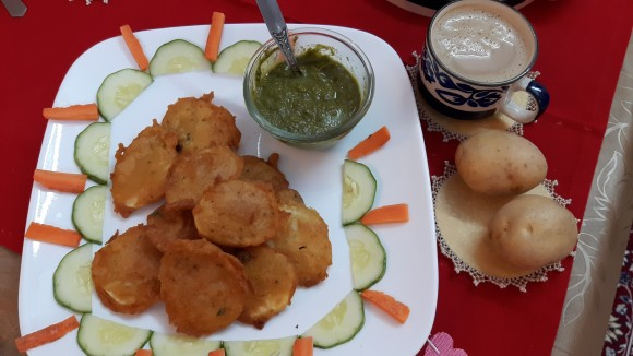Aaloo (potato) pakoda (fritters)