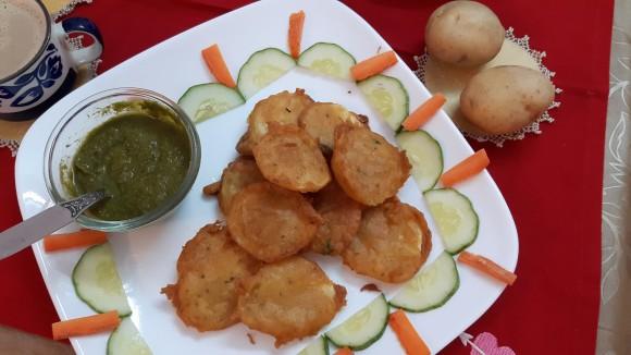 Aaloo (potato) pakoda (fritters)