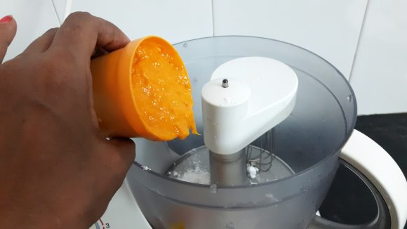 put sugar and mango pulp