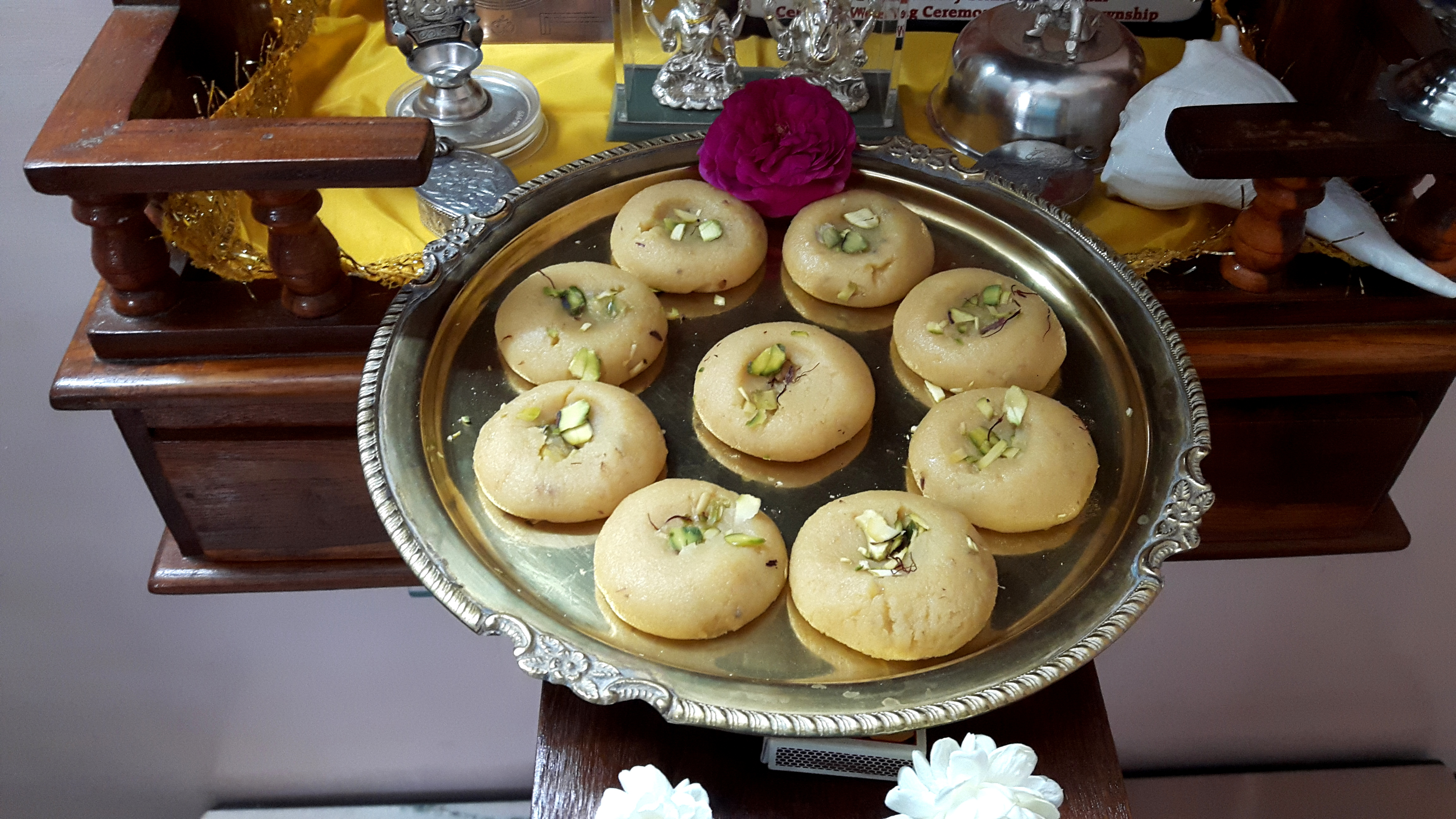 Kesar elaichi peda (saffron cardamom sweets/peda)