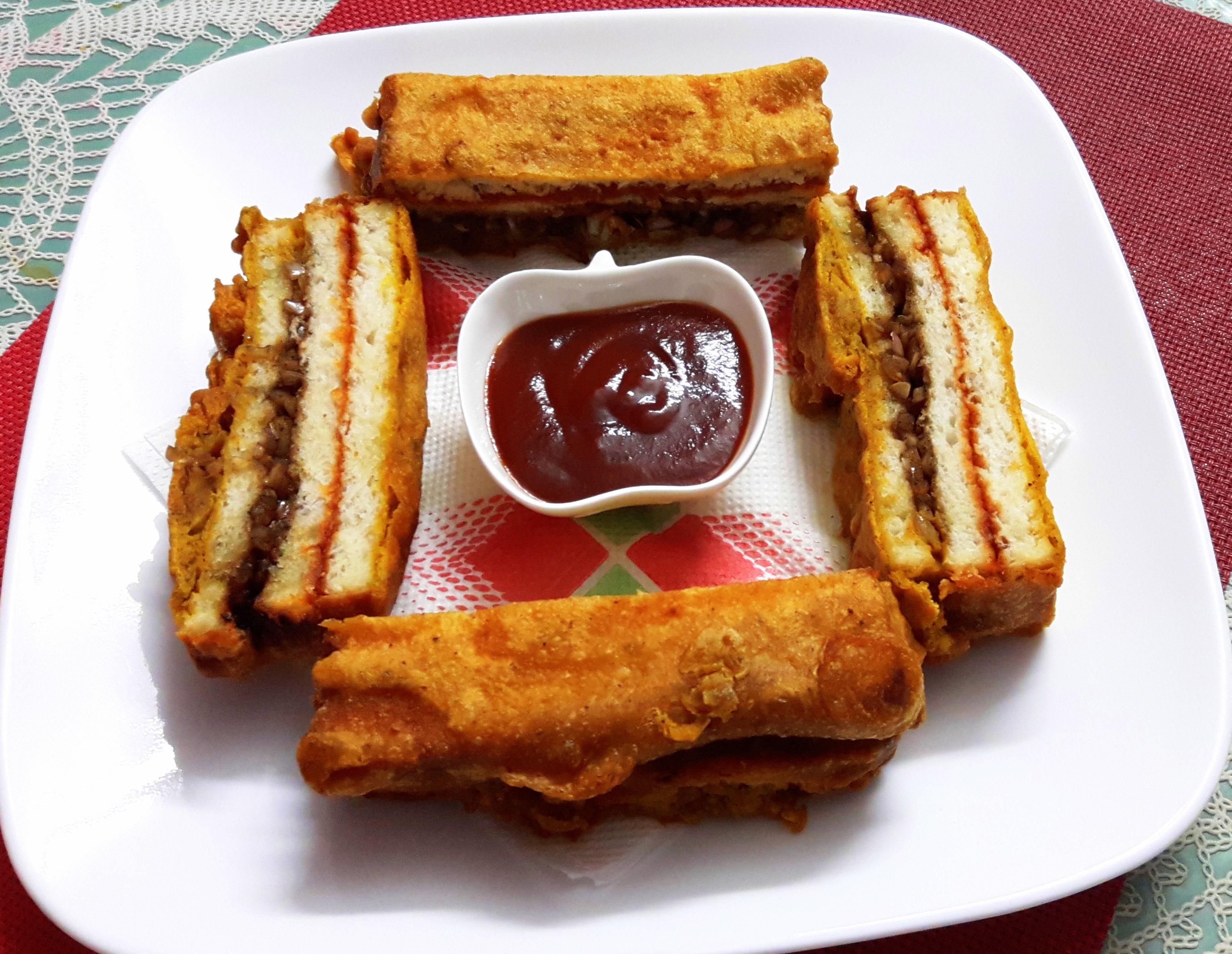 Bread sandwich pakoda (bread sandwich fritters)