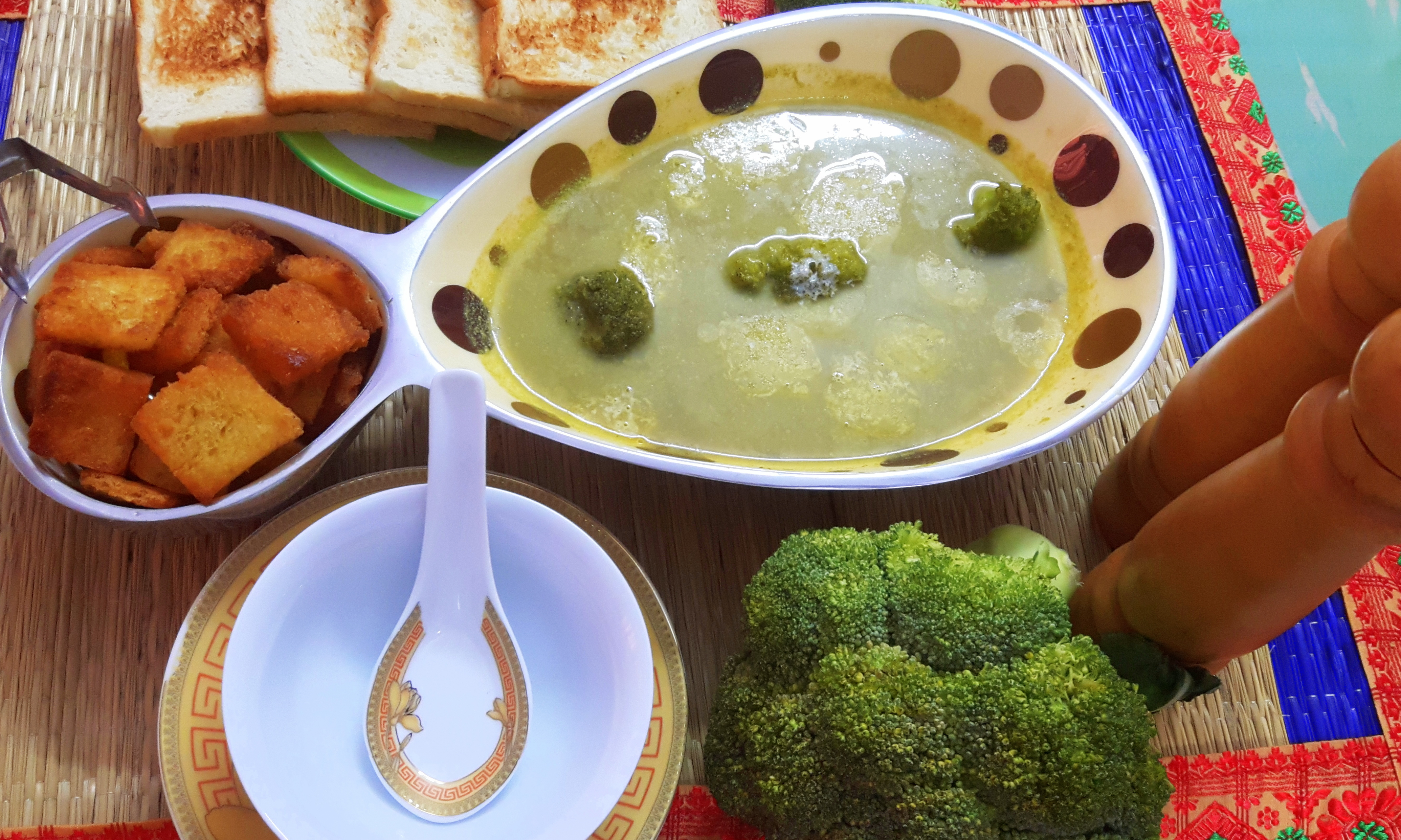 Verdant broccoli soup