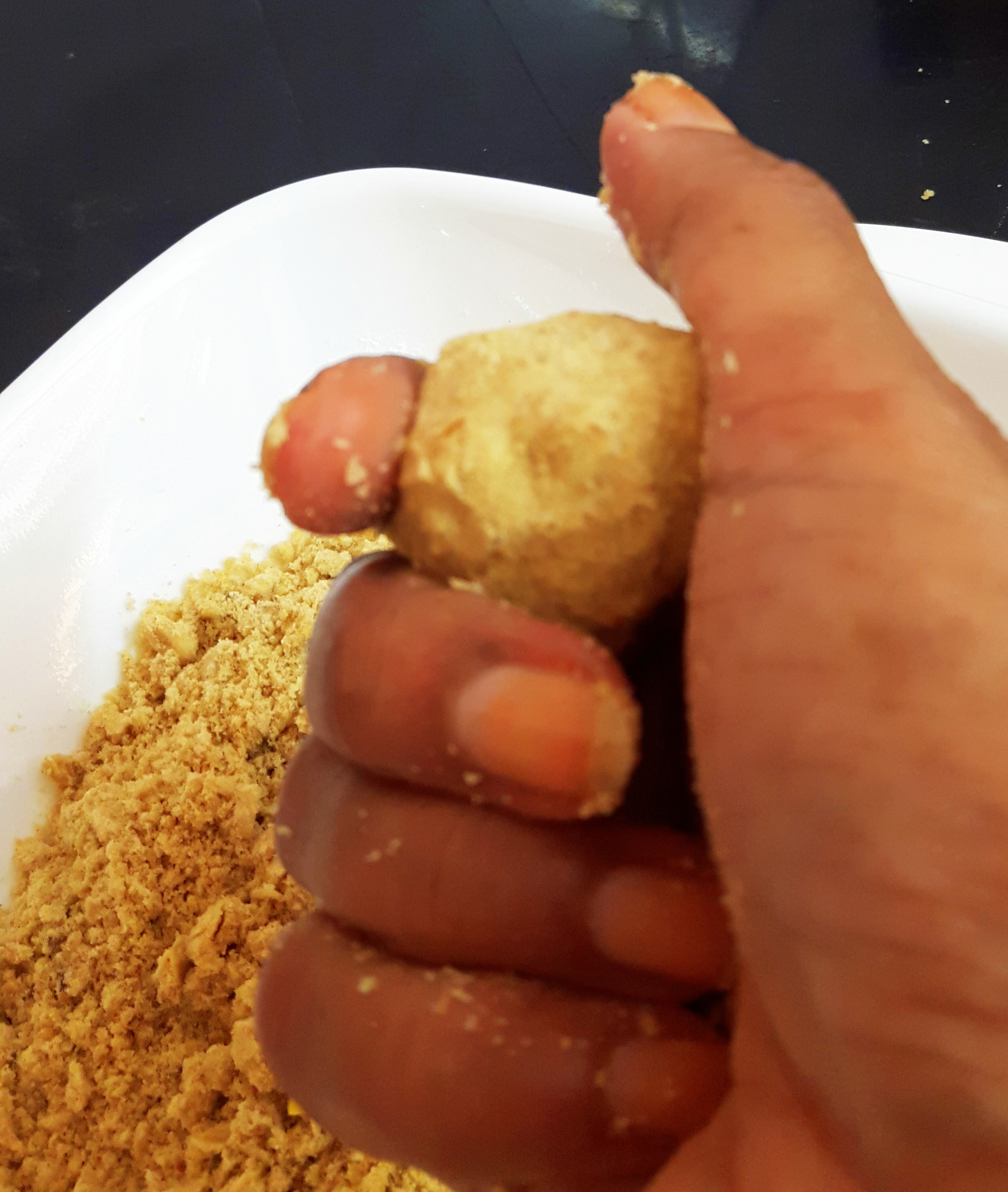 shape the mixture in round (laddu) by using your hands