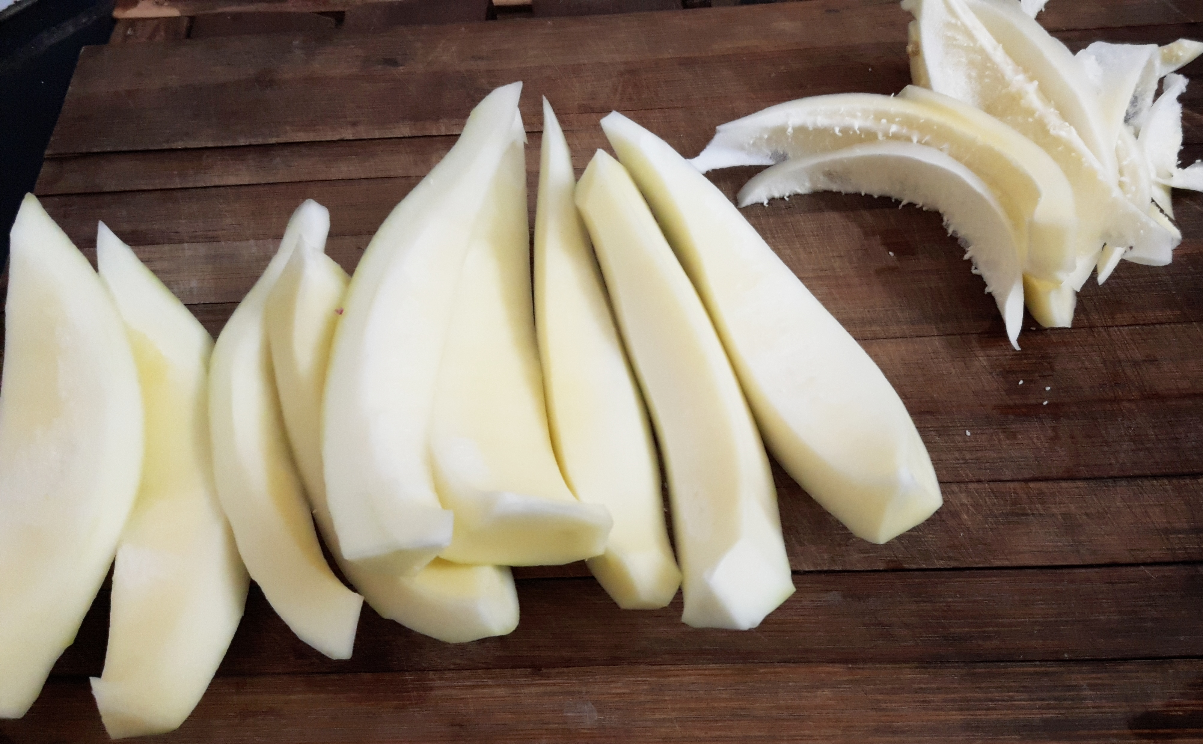 Peel off and grate the raw papaya